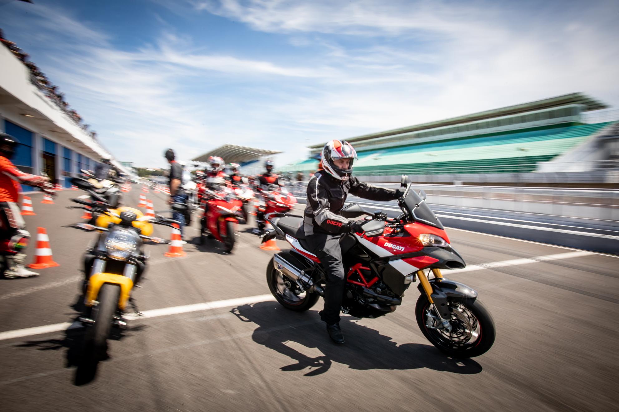 Ducati Day pintou de vermelho o Estoril