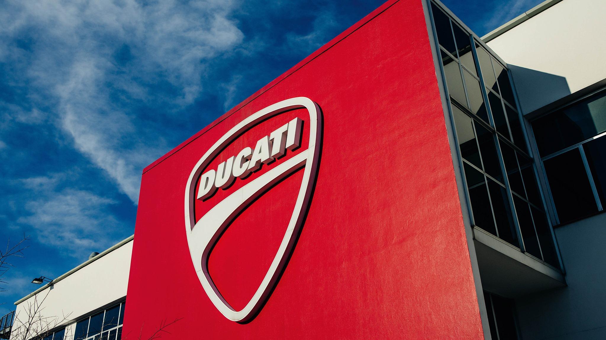 Ducati volta a ligar os seus motores: produção retomada em Borgo Panigale
