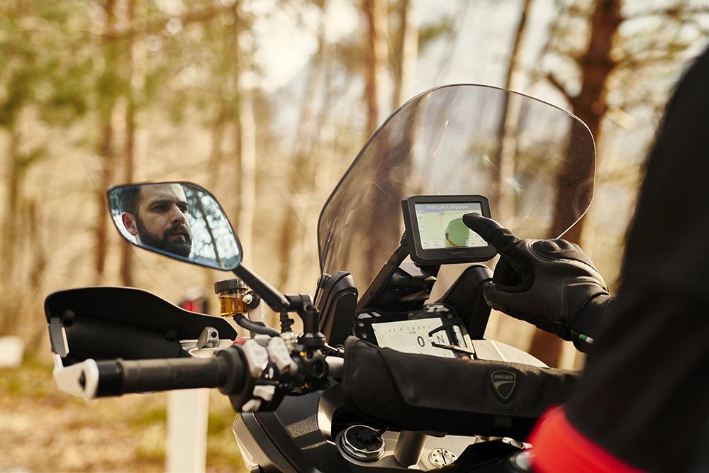 O prazer de viajar de moto duplica com os acessórios Ducati Performance