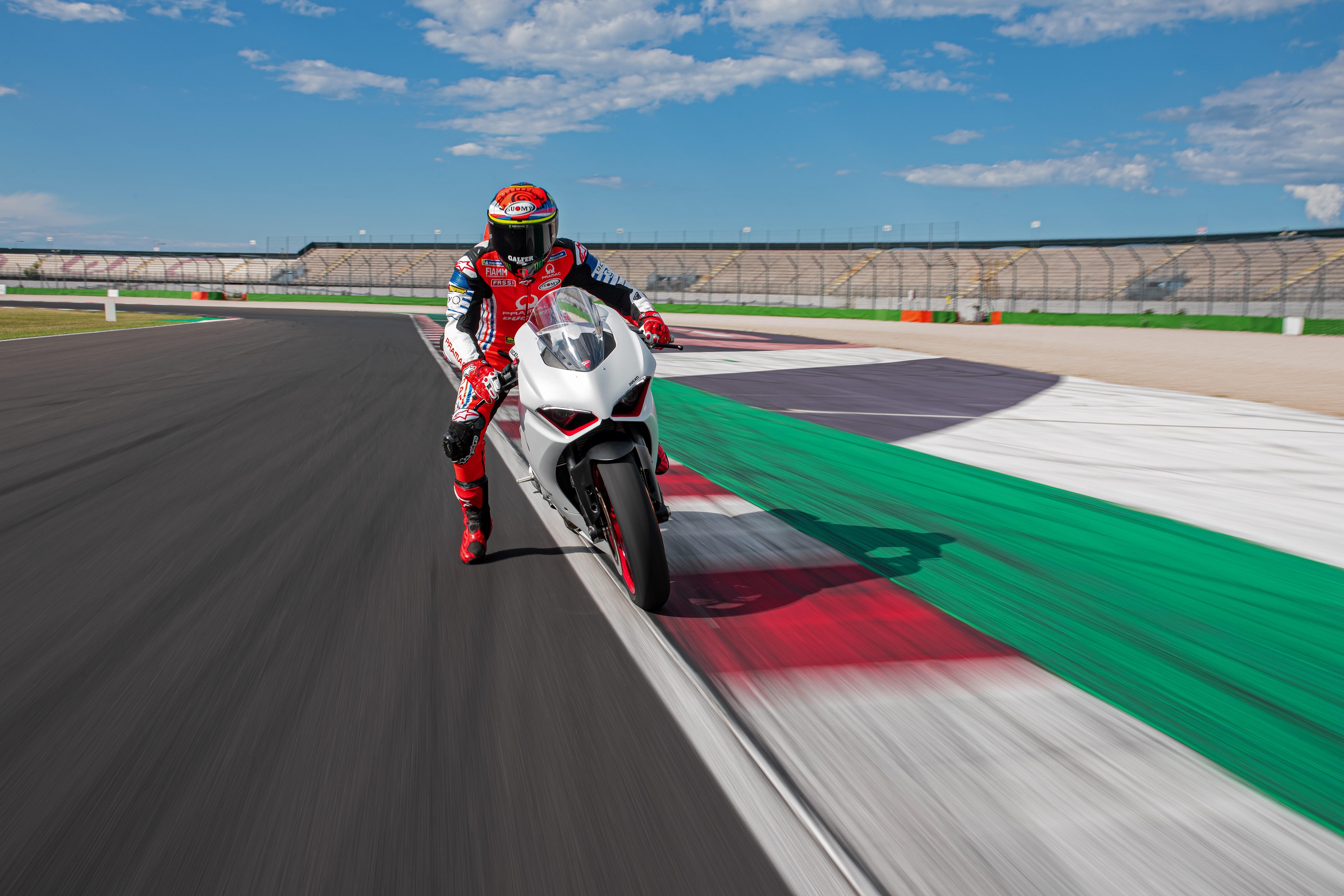 """The Red Essence. In white"": nova cor para a Ducati Panigale V2"