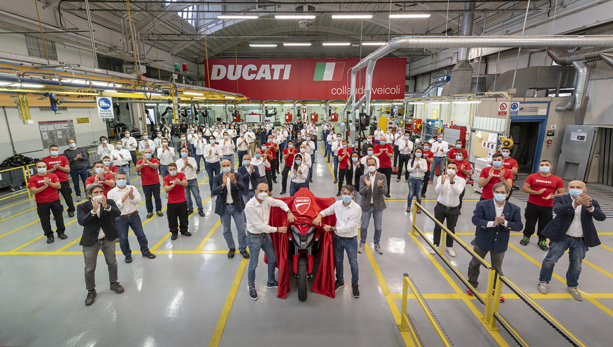 Entrada em produção da primeira moto no mundo com tecnologia de radar dianteiro e traseiro: a nova Multistrada V4
